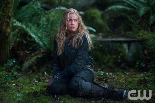 "The 100 -- ""We Are Grounders - Part I"" -- Image: HU112c_0263 -- Pictured: Eliza Taylor as Clarke -- Photo: Diyah Pera/The CW -- © 2014 The CW Network, LLC. All Rights Reserved"