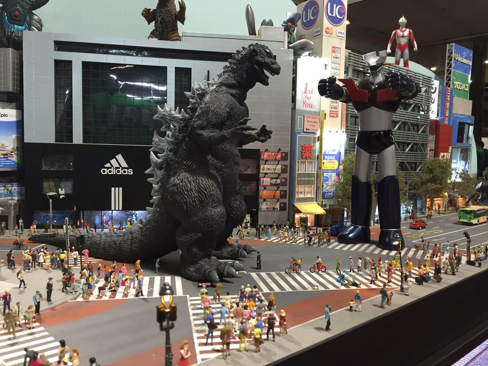 Tòquio a punt del caos amb aquesta lluita: Godzilla contra Mazinger Z!!