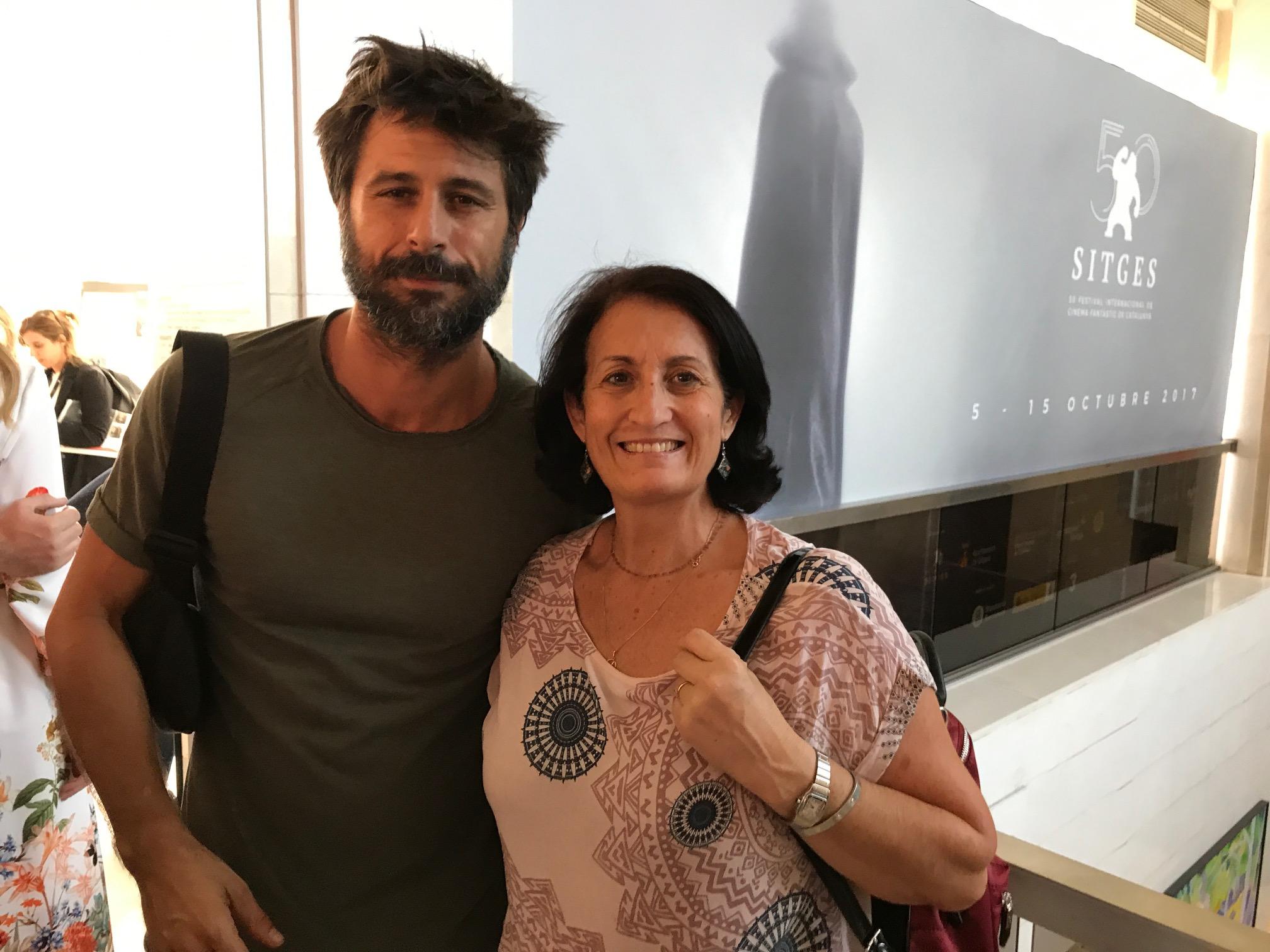 L'actor Hugo Silva amb una fan... Les estrelles a l'abast del públic